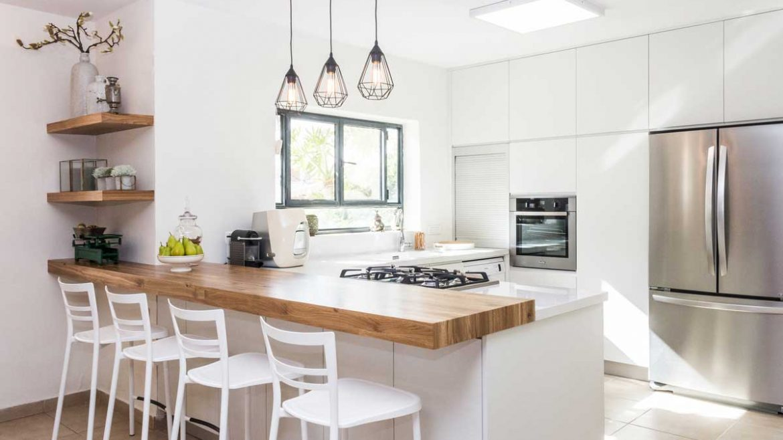 White Peninsula Modular Kitchen With Breakfast