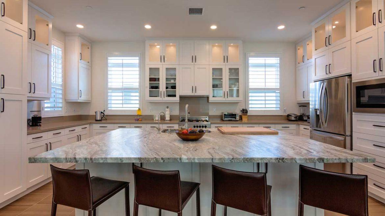 White Shaker Island Kitchen Cabinet With Breakfast