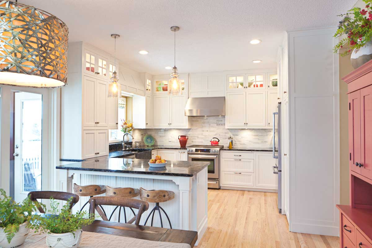 White Traditional Luxury Peninsula Modular Kitchen