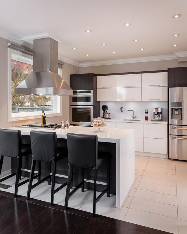White Glossy Island Kitchen